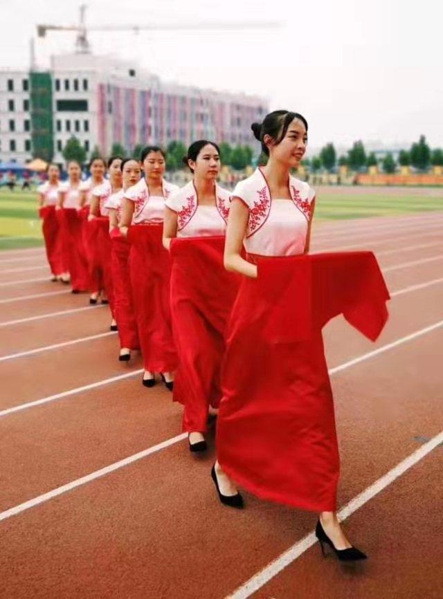 """媒体""""邢台市全媒体中心""""报道我院志愿者成为省大运会靓丽风景线"""